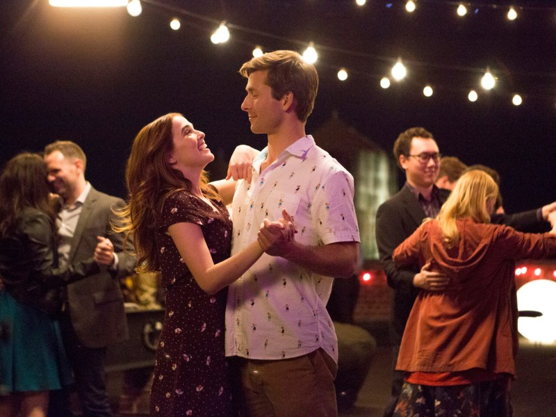 Zoey Deutch and Glen Powell in Set It Up.