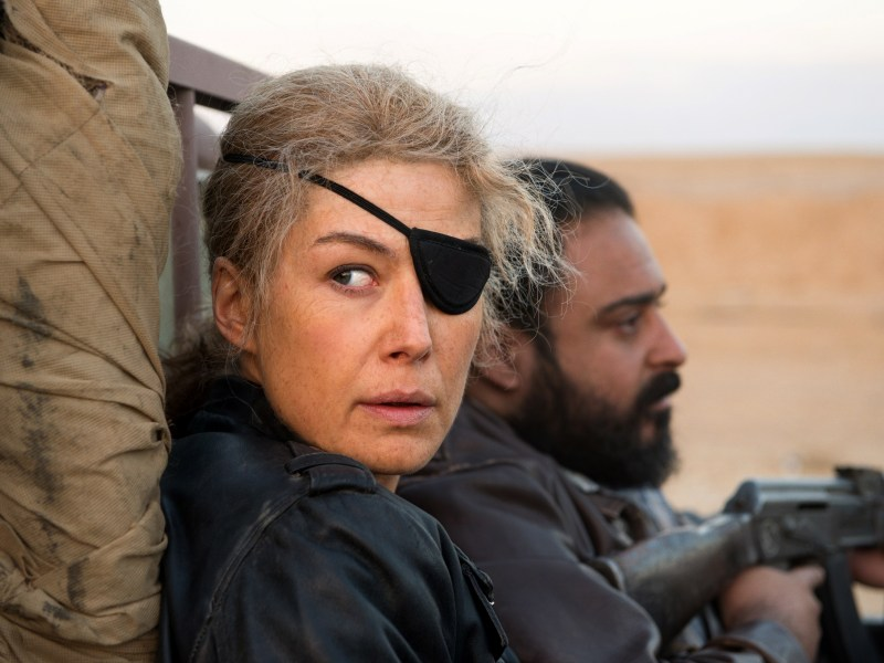 Legendary Sunday Times war correspondent Marie Colvin (Rosamund Pike) in A PRIVATE WAR.