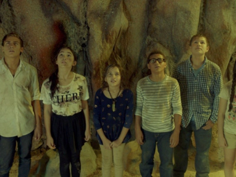 Frank Lawrence Catania, Rowan Blanchard, Carmen Blanchard, Nathaniel J. Potvin, Daniel Jenks, and Landry Bender in A World Away.