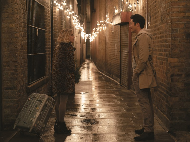 Kate (Emilia Clarke) and Tom (Henry Golding) in Last Christmas