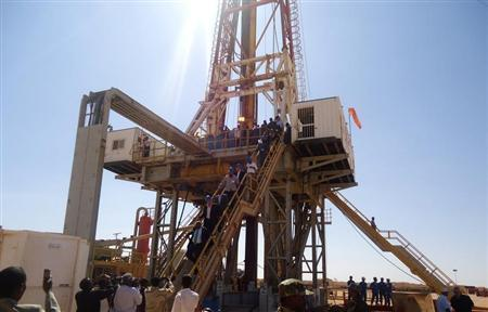 Engineers and visitors explore an exploratory well near Dharoor town, 350 km (217 miles) from the port of Bosasso on the Gulf of Aden in Puntland January 17, 2012. Image: REUTERS