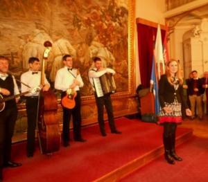 Градоначелница се привредницима и осталим гостима захвалила на досадашњој сарадњи и изразила очеквиање да се са још бољом сарадњом настави у 2018. години