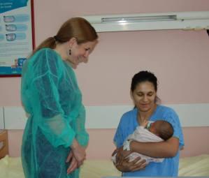 Atila-je-kao-prva-beba-dobio-poklon-cestitku-u-iznosu-od-100.00000-dinara