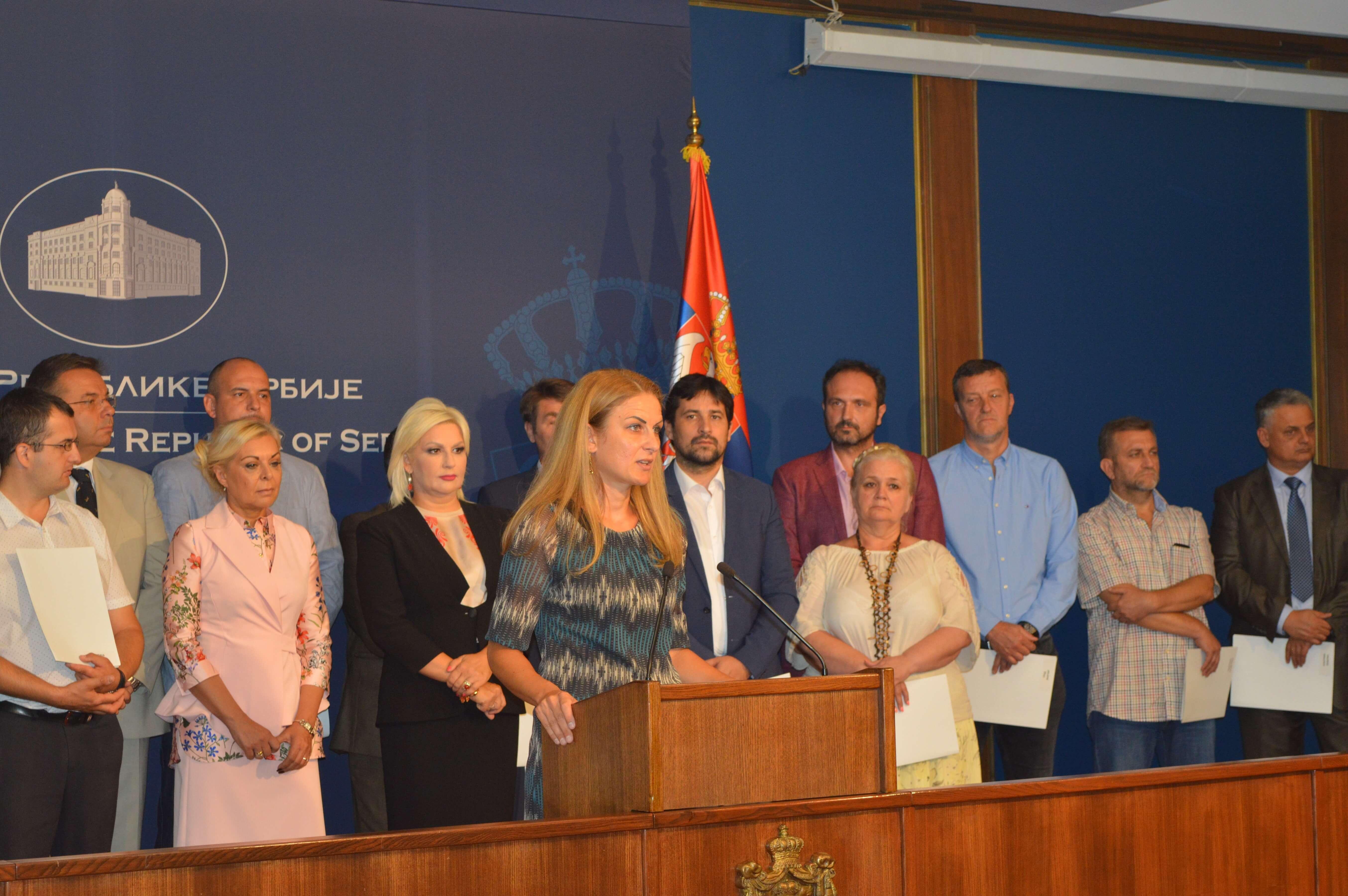 Градоначелница Сомбора Душанка Голубовић приликом обраћања новинарима