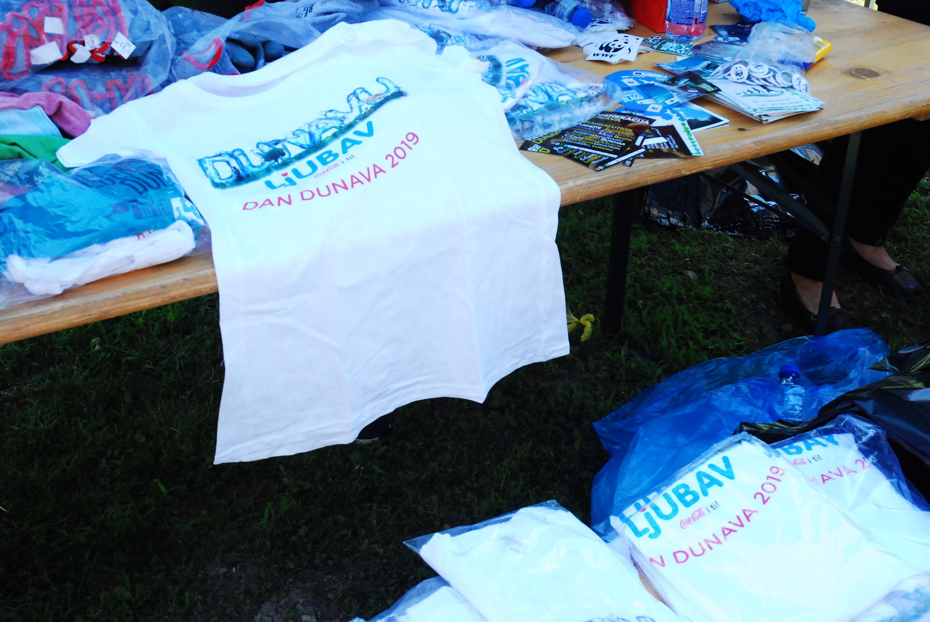 Волонтери су добили мајице и одговарајућу опрему