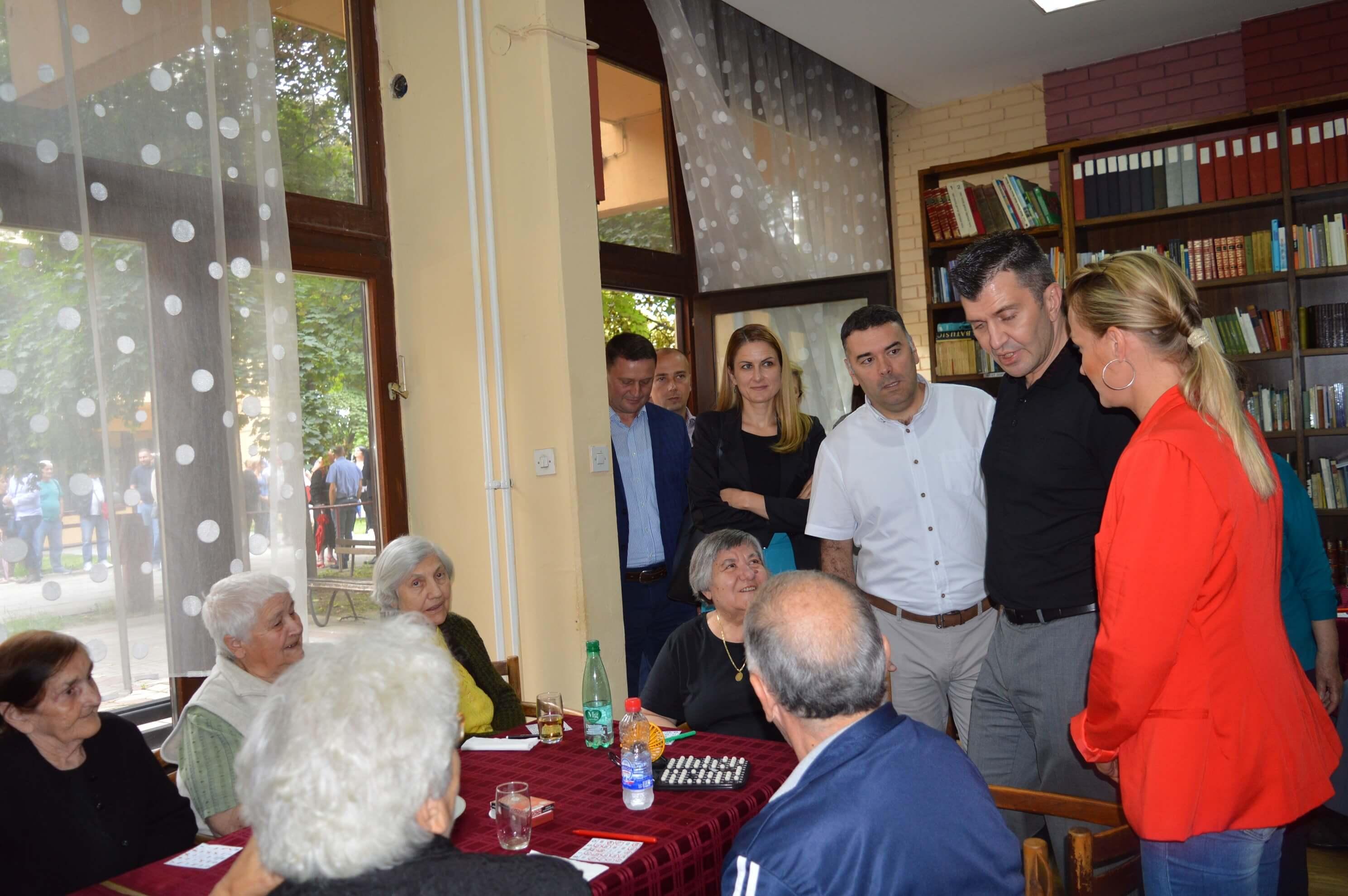 Министар Зоран Ђорђевић и градоначелница Сомбора Душанка Голубовић посетили су Клуб пензионера Селенча