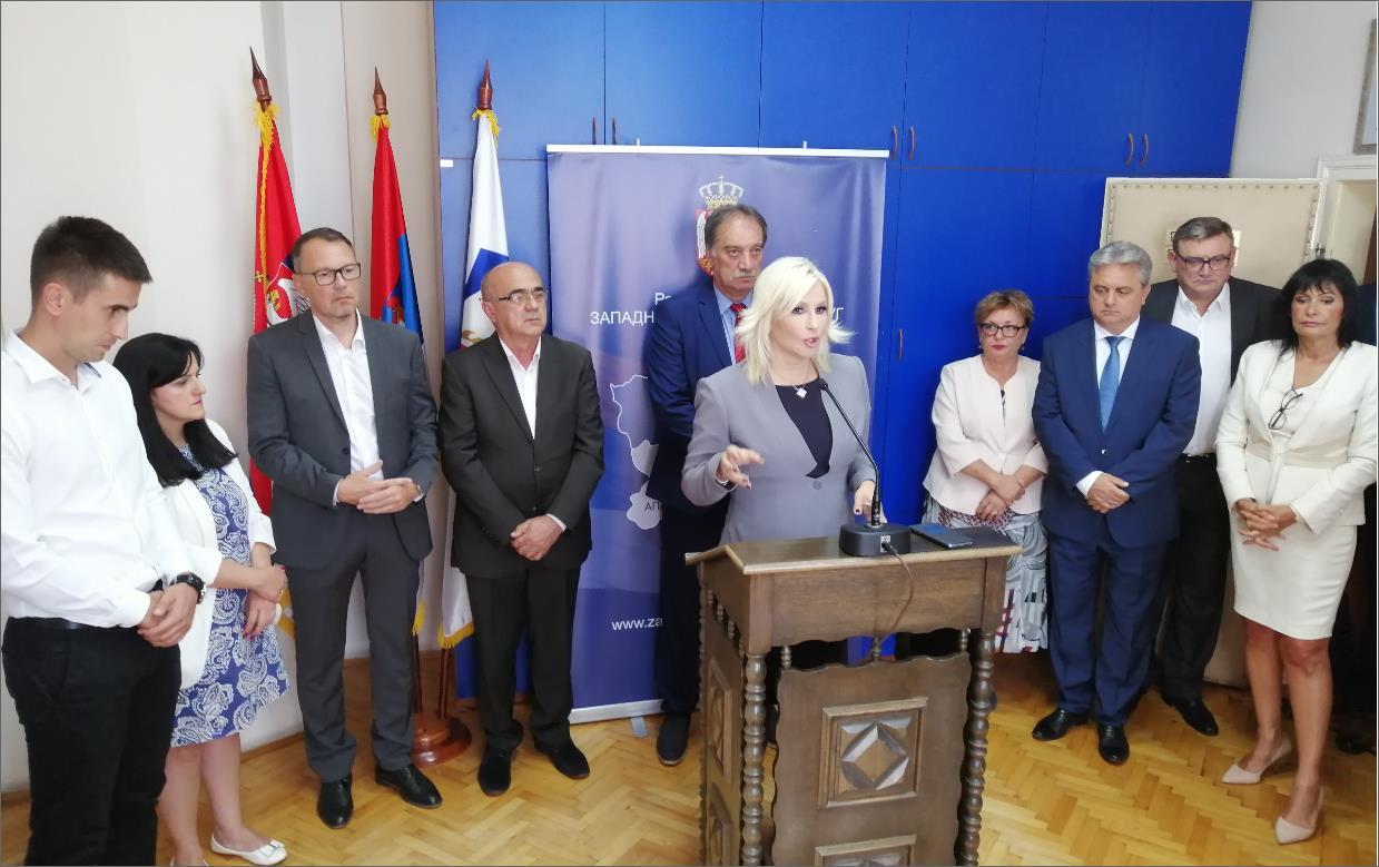 Министарка  Михајловић одржала је састанак са начелником Западнобачког управног округа, Душаном Марјаном и представницима локалних самоуправа Сомбора, Апатина, Куле и Оџака