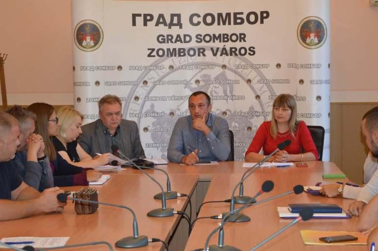 Градско удружење пензионера, у сарадњи са Црвеним крстом из Сомбора, организовало је предавање на тему: ЗЛОСТАВЉАЊЕ СТАРИЈИХ ОСОБА