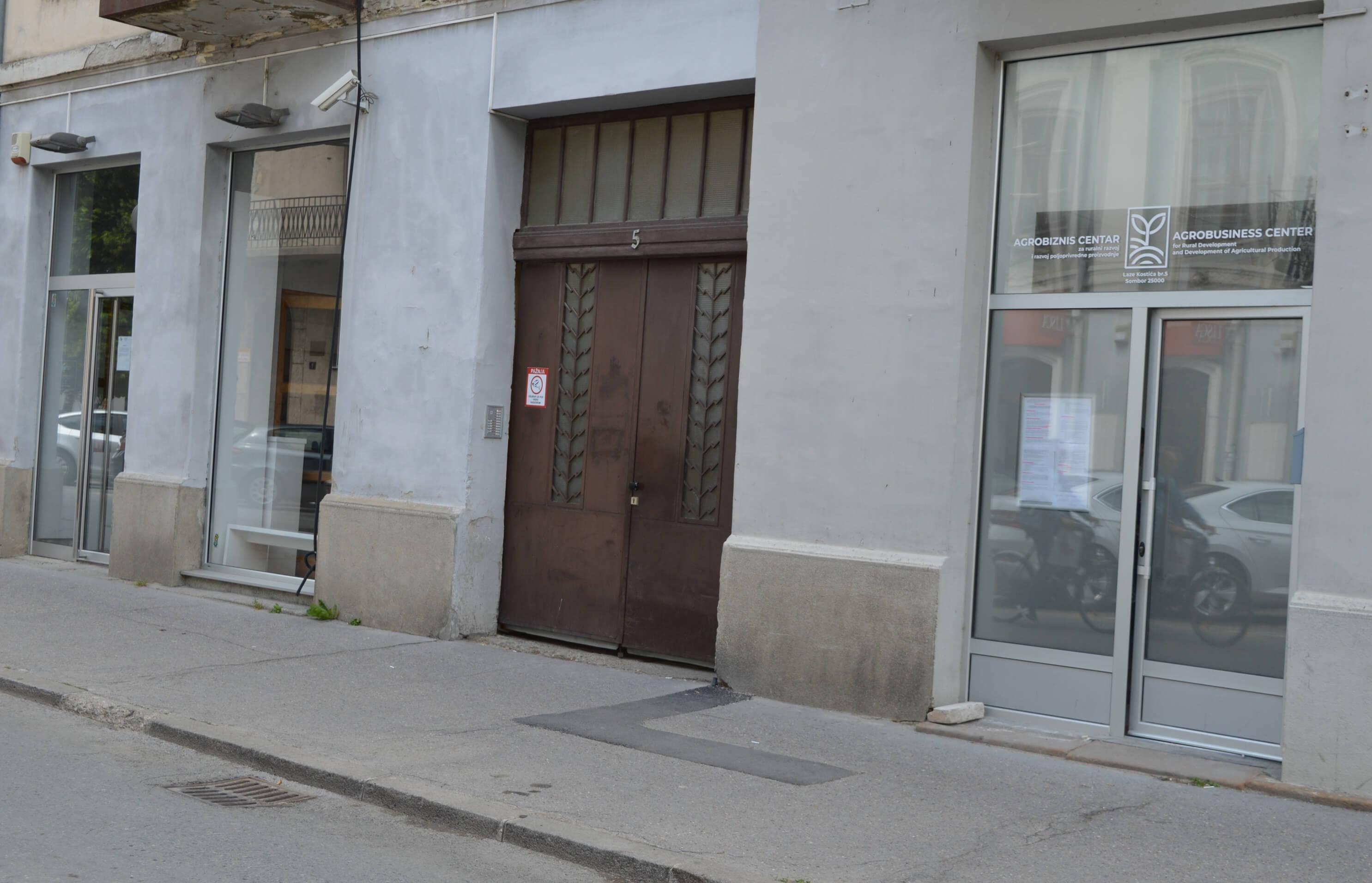 Агробизнис центар налази се у улици Лазе Костића број 5 у Сомбору