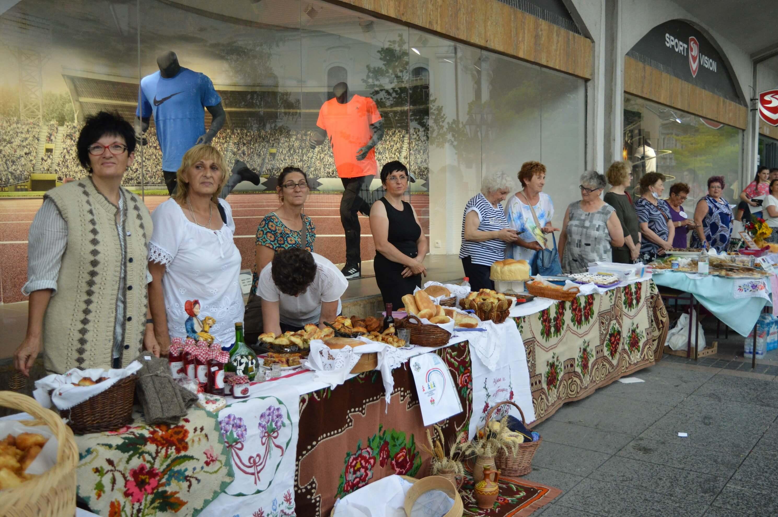 Дванаест удружења жена је учествовало у манифестацији
