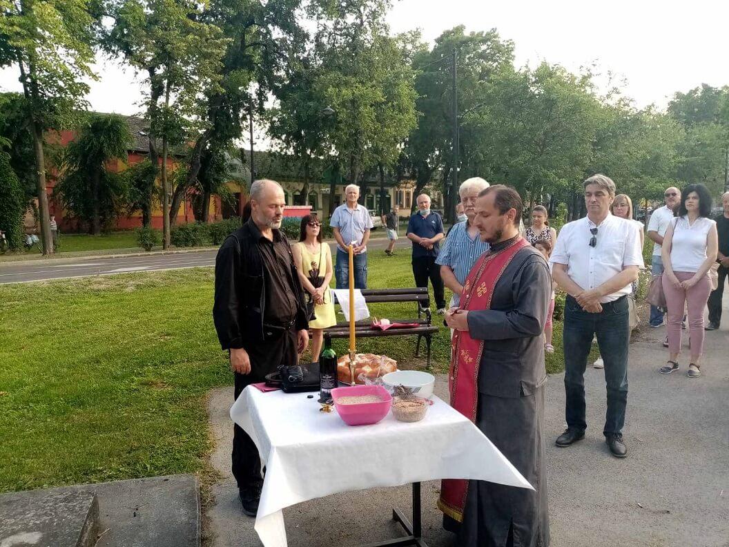 Богослужење на Видовданском тргу у Сомбору