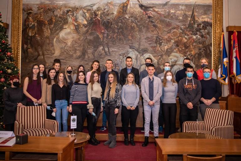 Градоначелник Антонио Ратковић и студенти стипендисти Града Сомбора