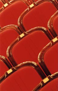fauteuils en velour rouge