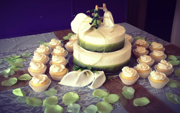 Elegant Camoflauge Wedding Cake and Cupcakes