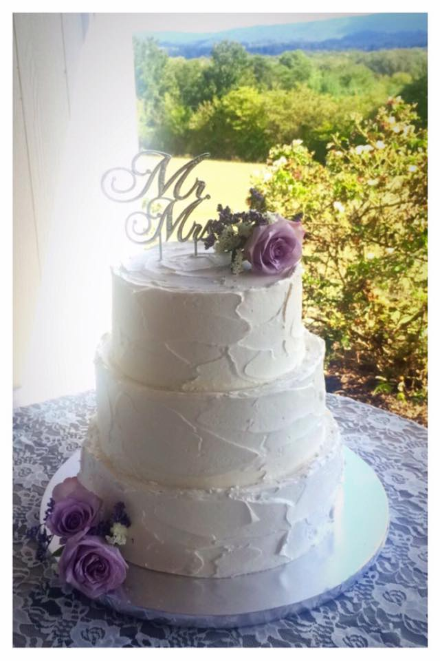 Colonial Estates Outdoor Venue Stucco Buttercream Finish Frosting