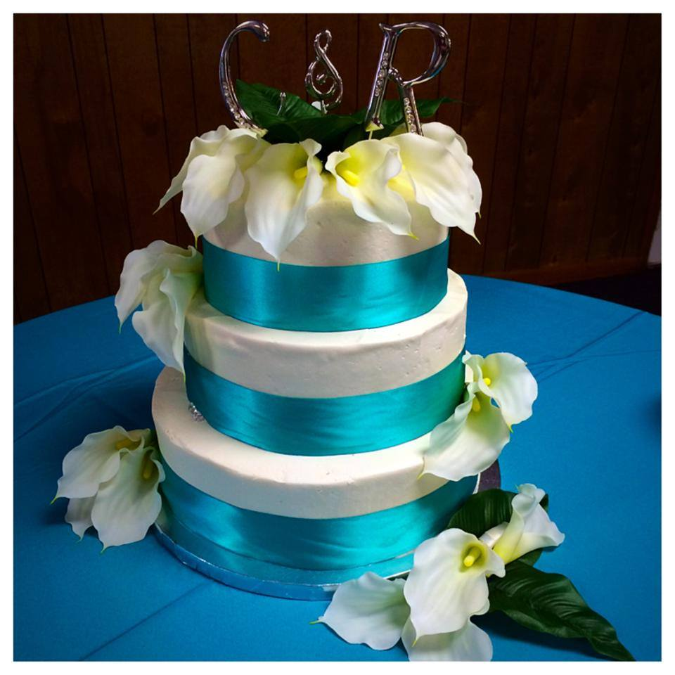 Ribbon and Lily Wedding Cake