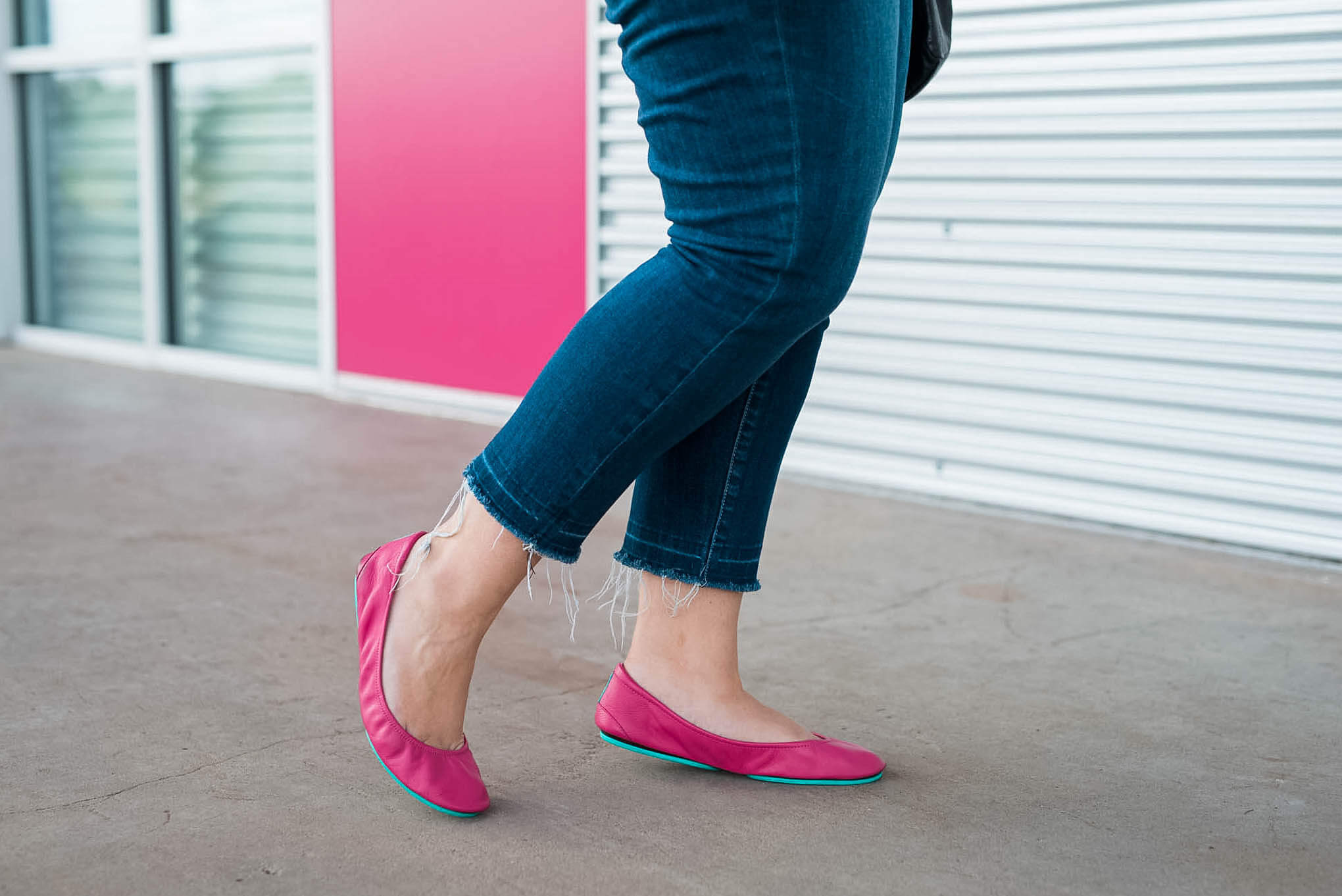 My fuschia Tieks ballet flats are comfortable yet stylish perfect for going to brunch or running errands. | Something Gold, Something Blue curvy fashion blog by Emily Bastedo