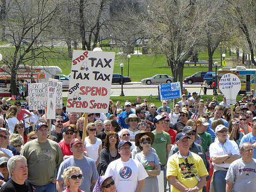 Minnesota tax protest rally wants lower taxes.