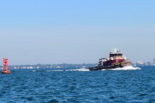 Fast tug on the Elizabeth River.