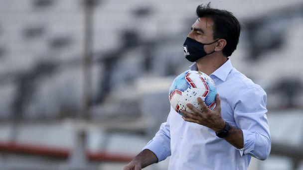 Gustavo Quinteros se prepara para un crucial partido