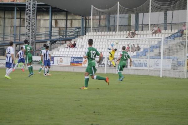 Pozu salva un remate de Gilardoni. Foto: http://www.latribunadetalavera.es