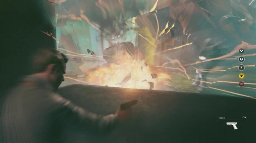 Para hacer esta captura combinamos la explosión y el escudo temporal. Mirad como las balas salen despedidas.