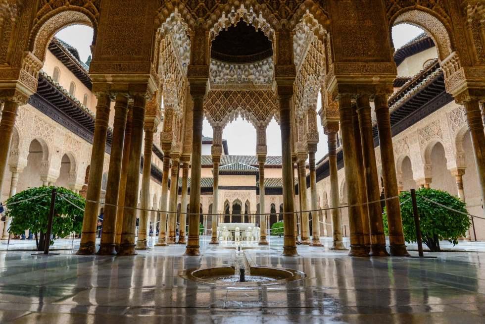 La Alhambra de Granada - 9 Must Have Experiences in Spain