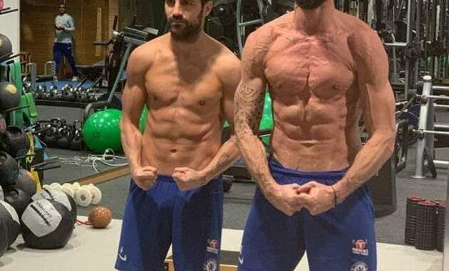 fabregas match muscles with giroud-somtosports