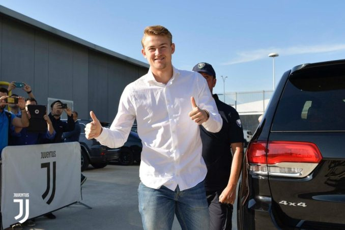 de ligt arrives turin for juve medicals.