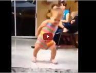 """Bebezinho dançando """"todo dia é dia de festa"""""""