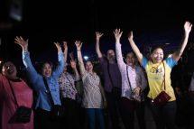 Doze meninos e técnico de futebol são retirados de caverna na Tailândia após três dias de resgate