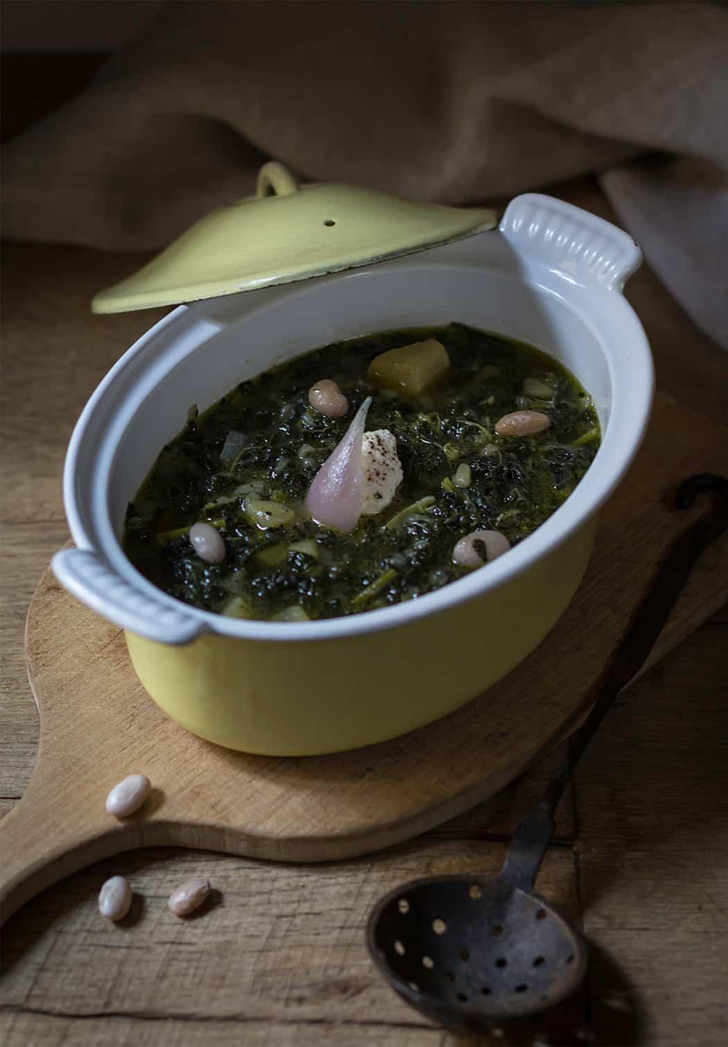 zuppa di cavolo con cipolle e patate