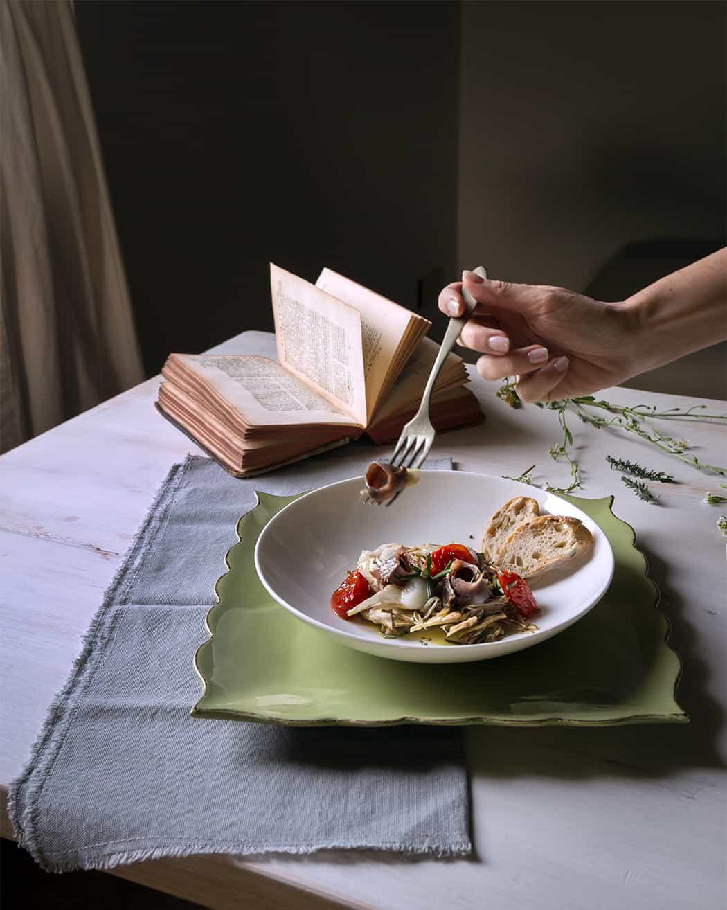 ricetta insalata con carciofi acciughe pomodori