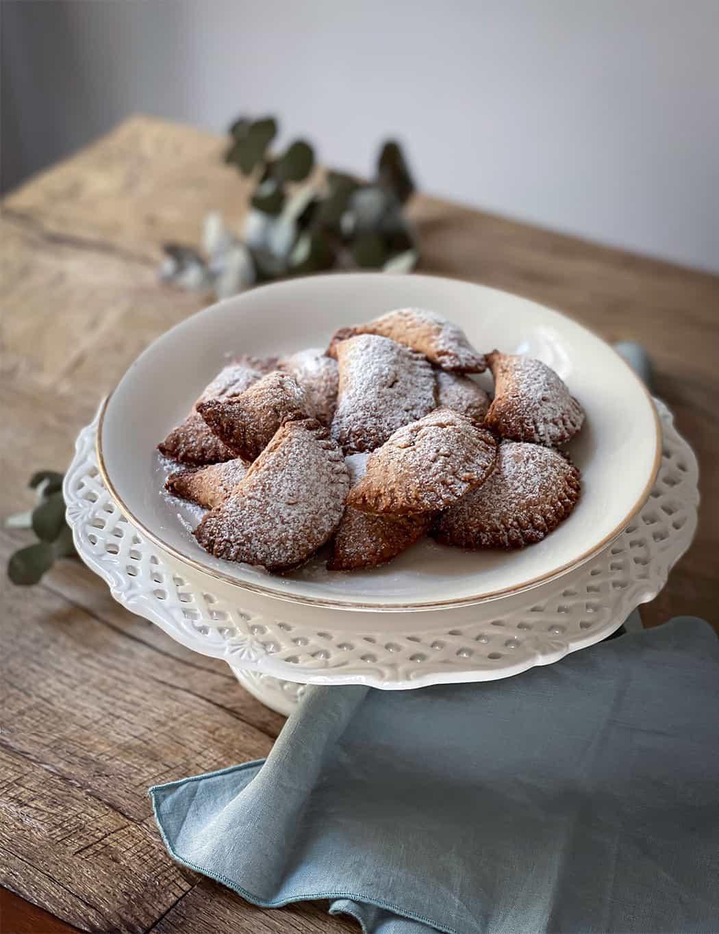tortelli dolci ripieni con composta di frutta