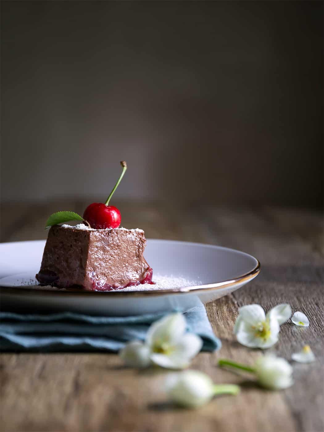 ricetta mousse al cioccolato fondente con ciliegie
