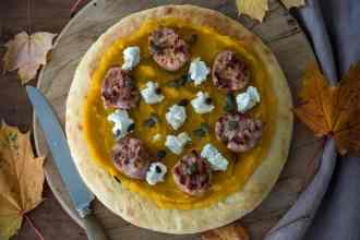 pizza gourmet con zucca e salsiccia