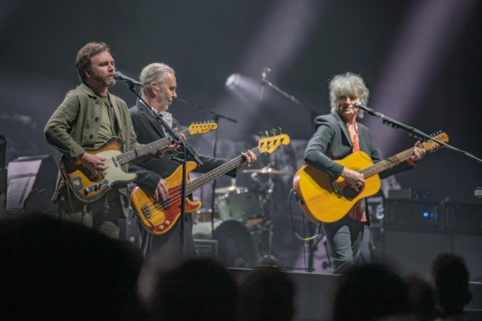 CROWDED HOUSE – Live From The Island [Livestream Review] (June 12th, 2021)