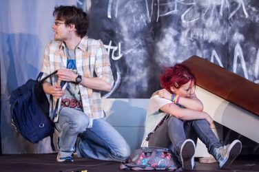 Mia (Sonni Maier) in Gefahr: Was weiß der schüchterne Sandro (Philipp Wiegand)?