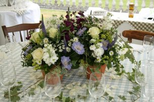 Low country garden table centre