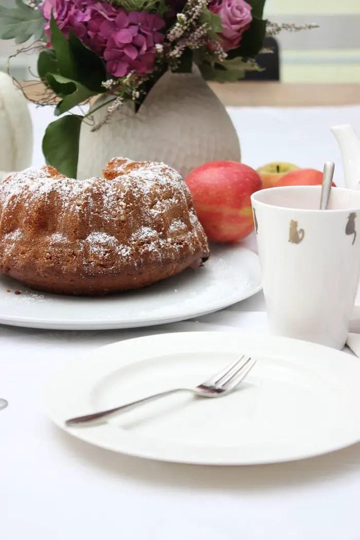 Apfel-Gugelhupf Rezept - saftig und fruchtig | Low Carb und Glutenfrei