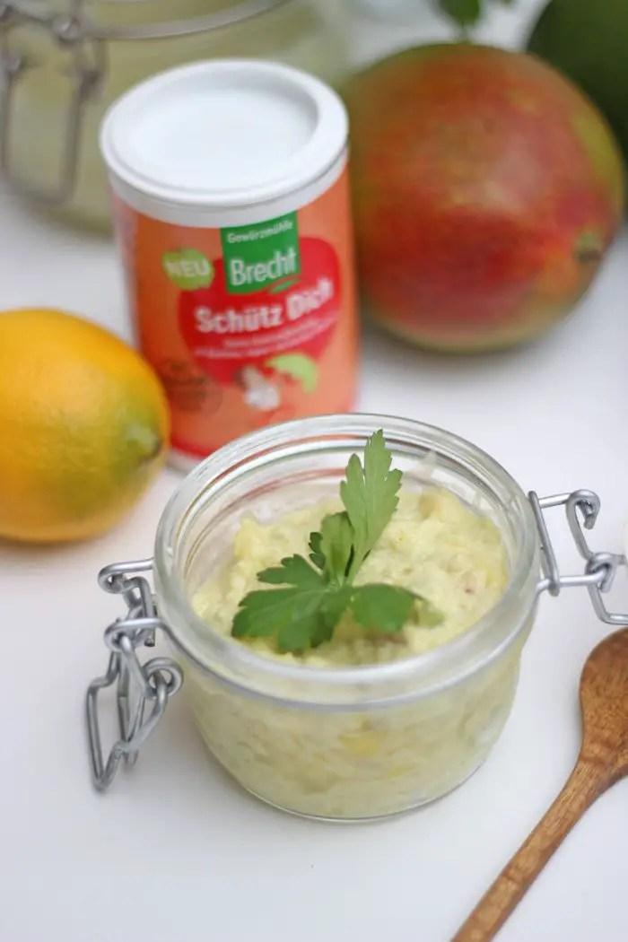 Avocado-Mango-Creme mit Super Spices und Dinkel-Skyr-Brötchen