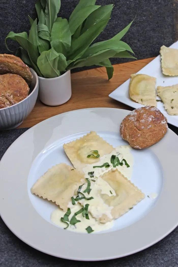 Bärlauch-Ravioli mit Parmesan-Sahne-Sauce