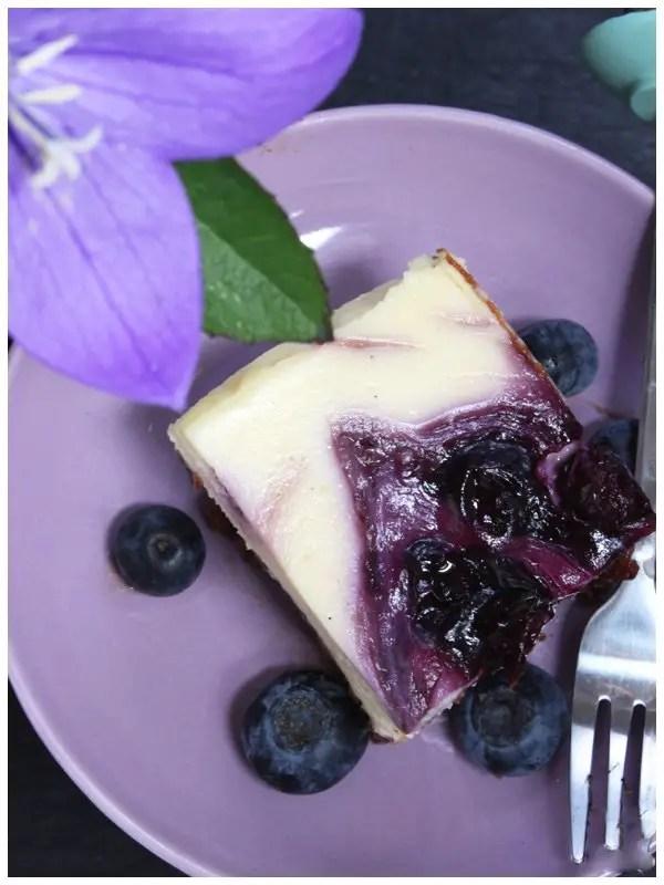 Cheesecake mit Heidelbeer Swirl zum Kaffeenachmittag Rezept
