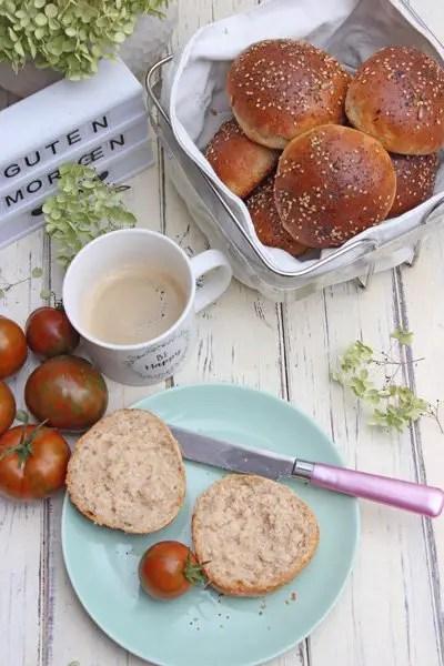 Dinkelbrötchen mit Joghurt und Mohn-Sesam | Schnell & Einfach