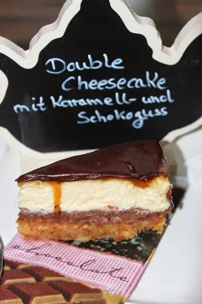 Double Cheesecake mit Karamell und Schokoguss