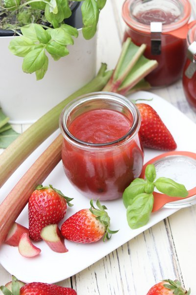 Erdbeer-Rhabarber Konfitüre mit Basilikum