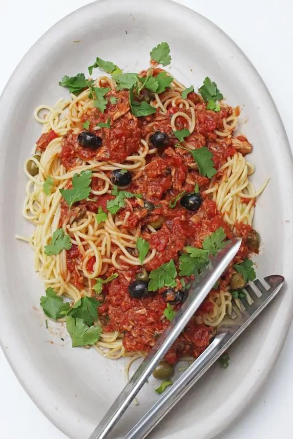 Spaghetti alla Puttanesca, Fenchel-Radieschen-Salat, Knoblauchbrot & Schokoladencreme alla Jamie Oliver 30 Minuten