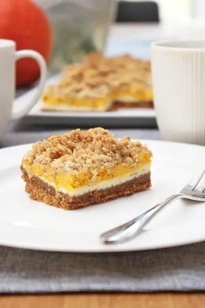 Kürbis-Cheesecake-Bars mit Zimt-Haferflocken-Streuseln