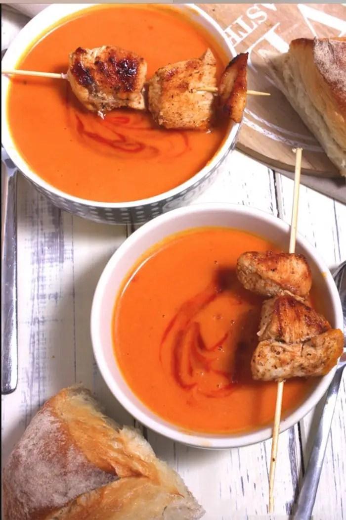 Kürbis-Tomaten-Suppe mit Hähnchenspießen und Pane di Como