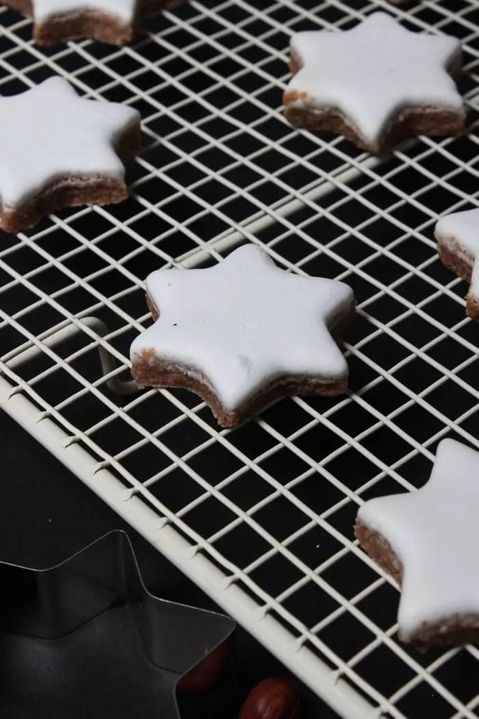 Zimtsterne Rezept - Einfach und leicht gemacht auf dem Weihnachtsteller